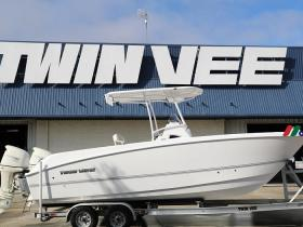 电动船及休闲双体船制造商:Twin Vee PowerCats(VEEE)